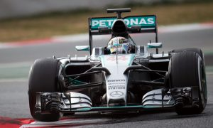 Hamilton to drive first for Mercedes in final test