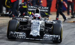 Ricciardo expects three-way fight behind Mercedes