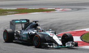 'Ferrari look great!' - Hamilton