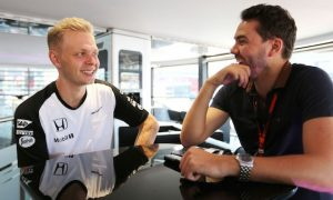 Magnussen approached by other F1 teams