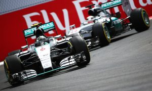 Rosberg beats Hamilton to Mexican GP pole