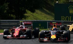 Brundle criticises Verstappen's 'junior formula' tactics