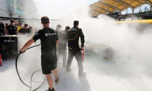 Renault explains cause of Magnussen fire