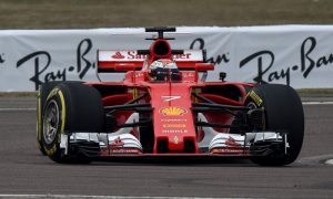 Raikkonen gives new Ferrari two thumbs up!