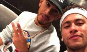 Hamilton hits it off with Neymar Jr!