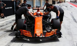 Trouble-free day still leaves McLaren-Honda exposed