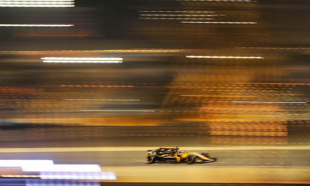 Renault not enjoying 'extreme' Bahrain heat
