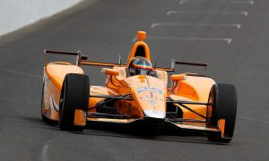 Video: Alonso proves that Indy isn't for the birds