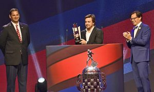 Alonso receives Indy 500 Rookie of the Year award