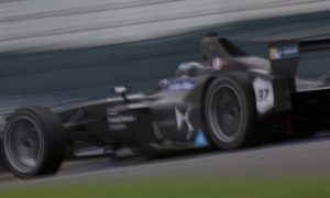 Kubica tests Formula E at Donington