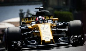 Renault hoping to stay out of trouble and see the checkered flag
