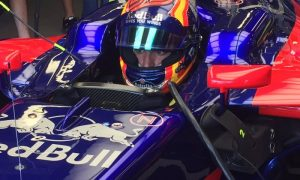 Sainz: 'Fourth year at Toro Rosso would be difficult'