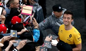 Palmer dismisses rumors to focus on performance