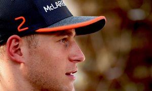 Vandoorne not in his happy place at McLaren - Magnussen