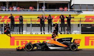 Alonso goes full 'kamikaze' to secure P6 finish