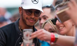 Hamilton and the fans: no hard feelings