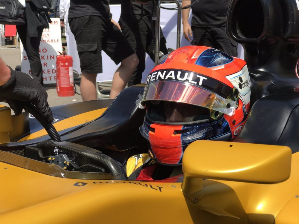 Robert kubica drives 2017 spec car in renault simulator for Kubica cars
