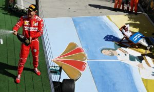 Brundle and Button square off over comical Alonso pose!
