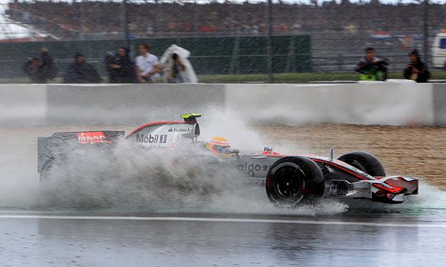 Lewis Hamilton, McLaren, extreme wet weather at the 2007 European Grand Prix