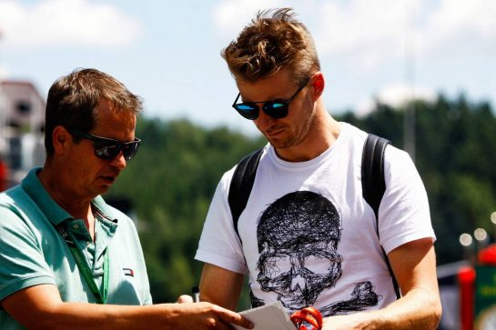 Nico Hulkenberg (GER) Renault Sport F1 Team signs autographs for the fans.
