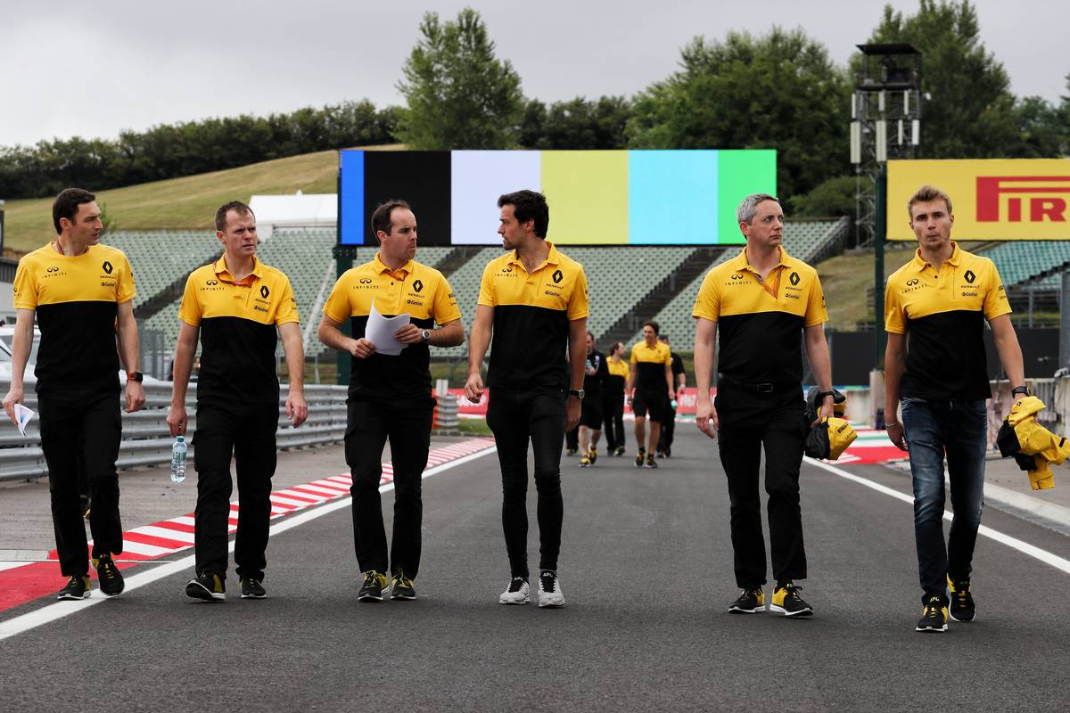 Jolyon Palmer (GBR) Renault Sport F1 Team and Sergey Sirotkin (RUS) Renault Sport F1 Team Third Driver walk the circuit with the team. 27.07.2017. Formula 1 World Championship, Rd 11, Hungarian Grand Prix, Budapest, Hungary, Preparation Day. - www.xpbimages.com, EMail: requests@xpbimages.com - copy of publication required for printed pictures. Every used picture is fee-liable. © Copyright: Photo4 / XPB Images