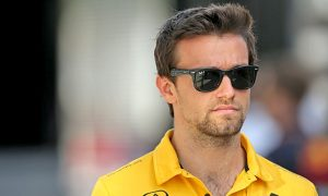 Palmer shrugs off Sainz replacement claims