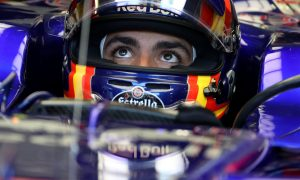 Sainz uncomfortable being 'against' Red Bull chiefs