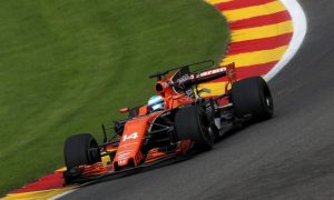 Alonso confuses Honda electronics by going flat through Pouhon!