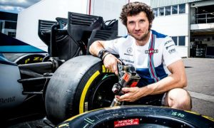 Williams crew adds an extra pair of hands for Spa