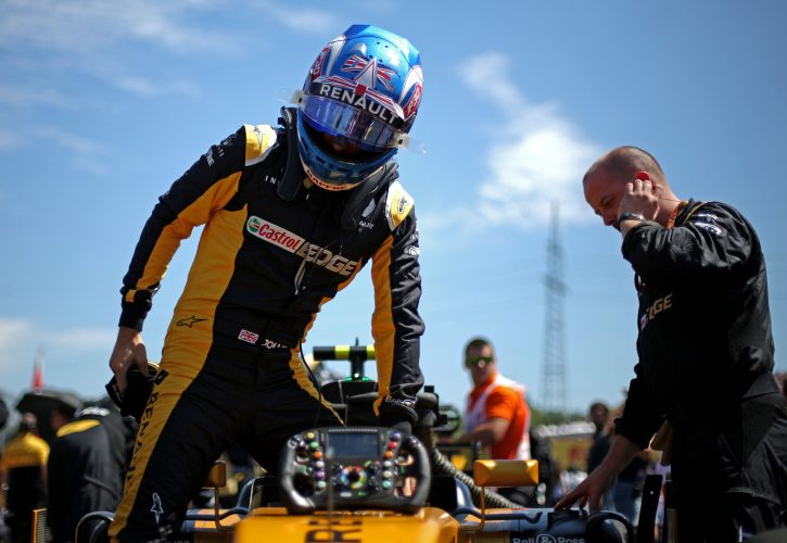 Palmer still in at Renault if he 'turns around' season