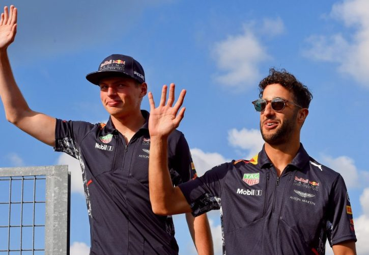 Verstappen and Ricciardo patch up around a beer!