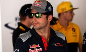 Sainz remains mum on Renault move