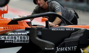Late switch to Renault puts McLaren behind schedule