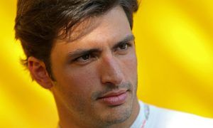 Sainz denies 'cleaning up' image for Renault