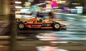 F1 cars blast through the Adelaide night in secret run!