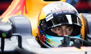 'Under pressure' Ricciardo to start 2018 in waiting mode