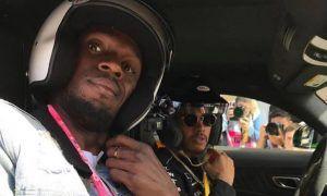 Video: Hamilton bolts down Usain!