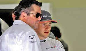 Vandoorne and Boullier in disagreement at McLaren