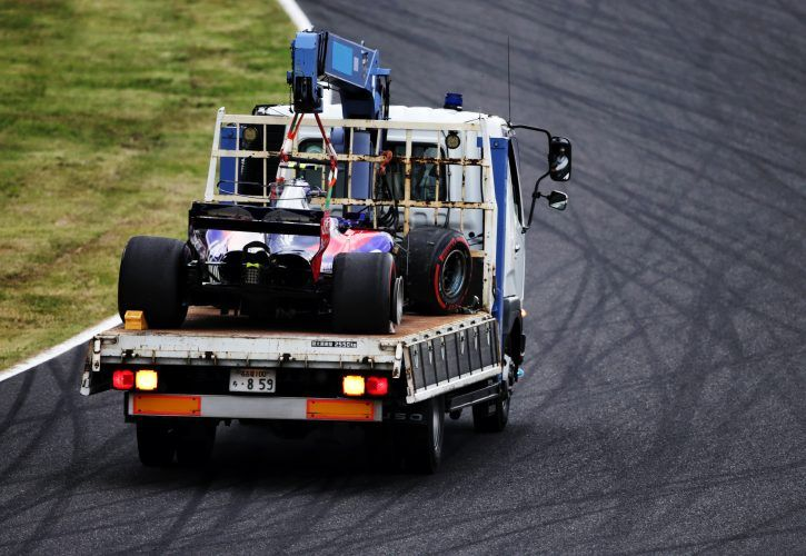Carlos Sainz Jr. apologises for crash on Toro Rosso swansong