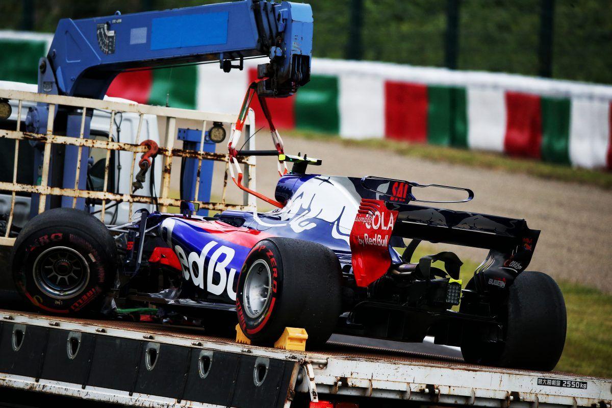 Japanese F1 Grand Prix Practice Toro Rosso Carlos Sainz Crash