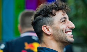 Ricciardo hints at possible Mercedes move in 2019