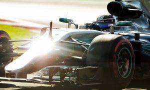 Bottas and Hamilton top FP1 on ultrasofts