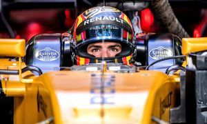 Sainz ready to help Renault challenge for sixth