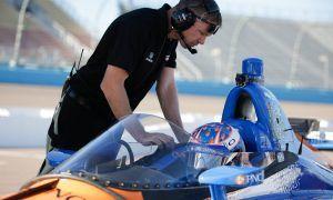 Dixon peers through IndyCar's aeroscreen
