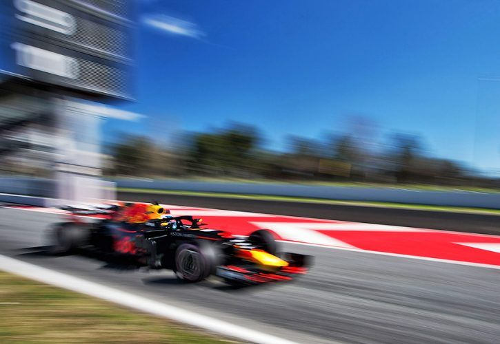 Vettel smashes track record on penultimate day of testing