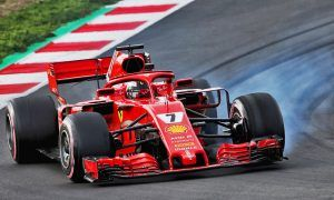 Kimi Raikkonen (FIN) Ferrari SF71H locks up under braking.