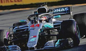 Hamilton seizes Melbourne pole after Bottas crashes out