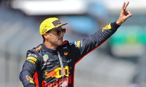 Hill warns Ricciardo not to be left 'high and dry'
