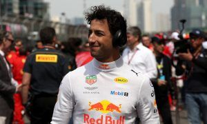 Ricciardo in talks with Ferrari, but Horner sets decision deadline