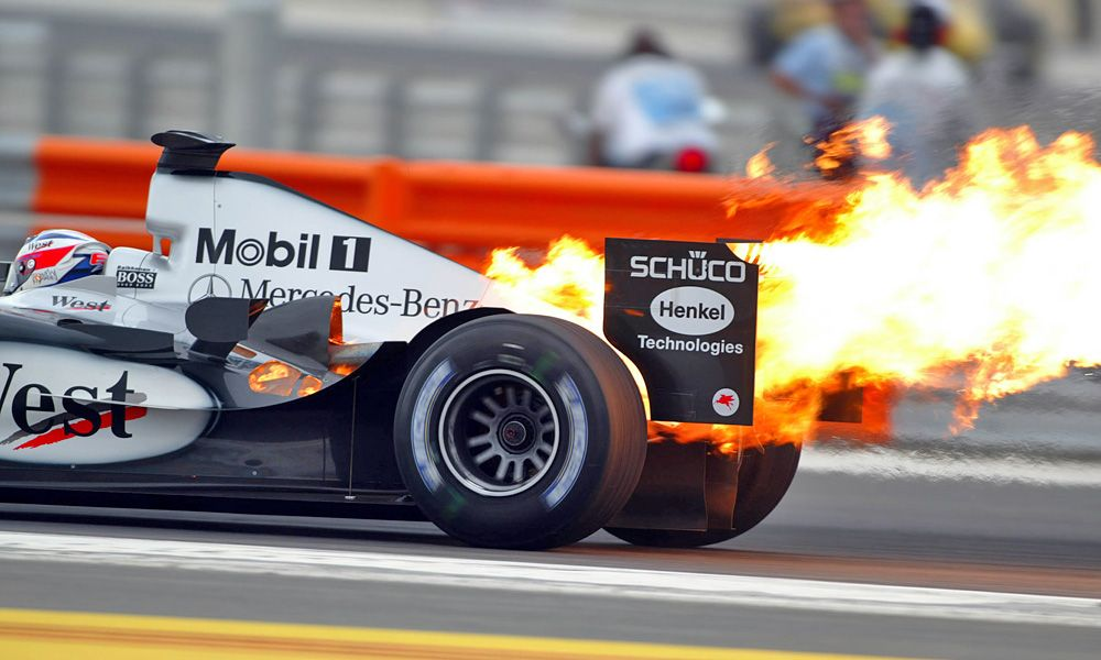 2004 Bahrain GP: Kimi Raikkonen, FIN, Räikkönen, West McLaren Mercedes, MP4-19, Action, Track, with a burning engine